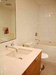 New York T4 - Triplex logement location appartement - salle de bain 2 (NY-14435) photo 1 sur 3