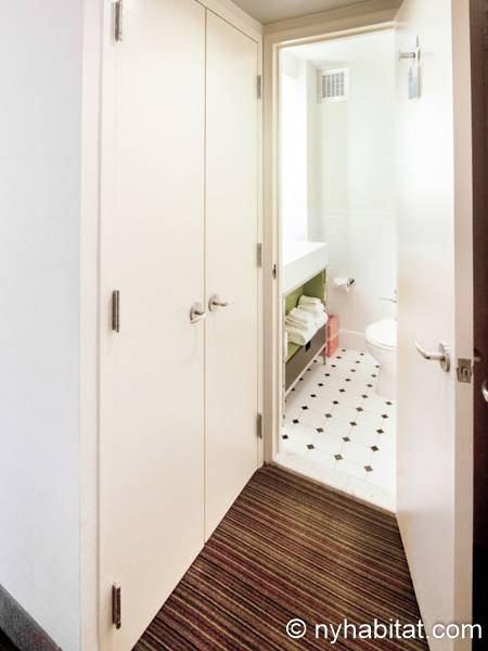 New York Studio accommodation - bathroom (NY-14520) photo 4 of 4