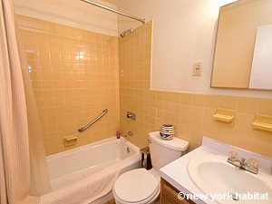 New York Studio accommodation - bathroom (NY-14638) photo 1 of 2
