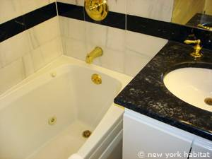 New York 2 Bedroom accommodation - bathroom 1 (NY-14745) photo 3 of 3