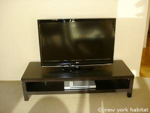 New York 2 Bedroom accommodation - living room (NY-14745) photo 6 of 12