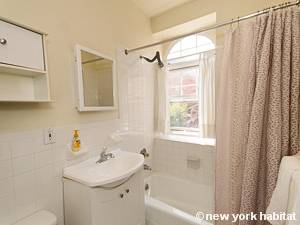 New York 1 Bedroom accommodation - bathroom (NY-14781) photo 1 of 3