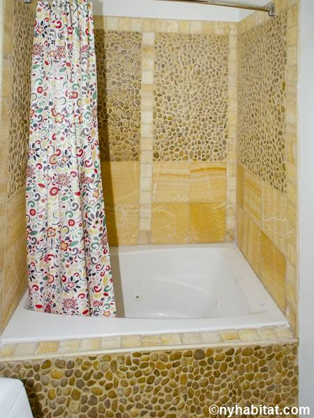 New York Studio apartment - bathroom (NY-14941) photo 1 of 2