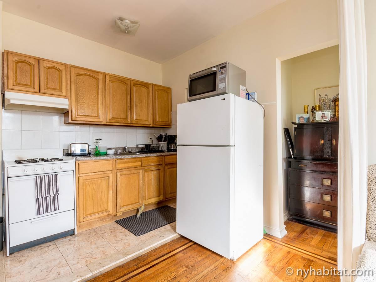 New York Roommate Room For Rent In Astoria Queens Bedroom