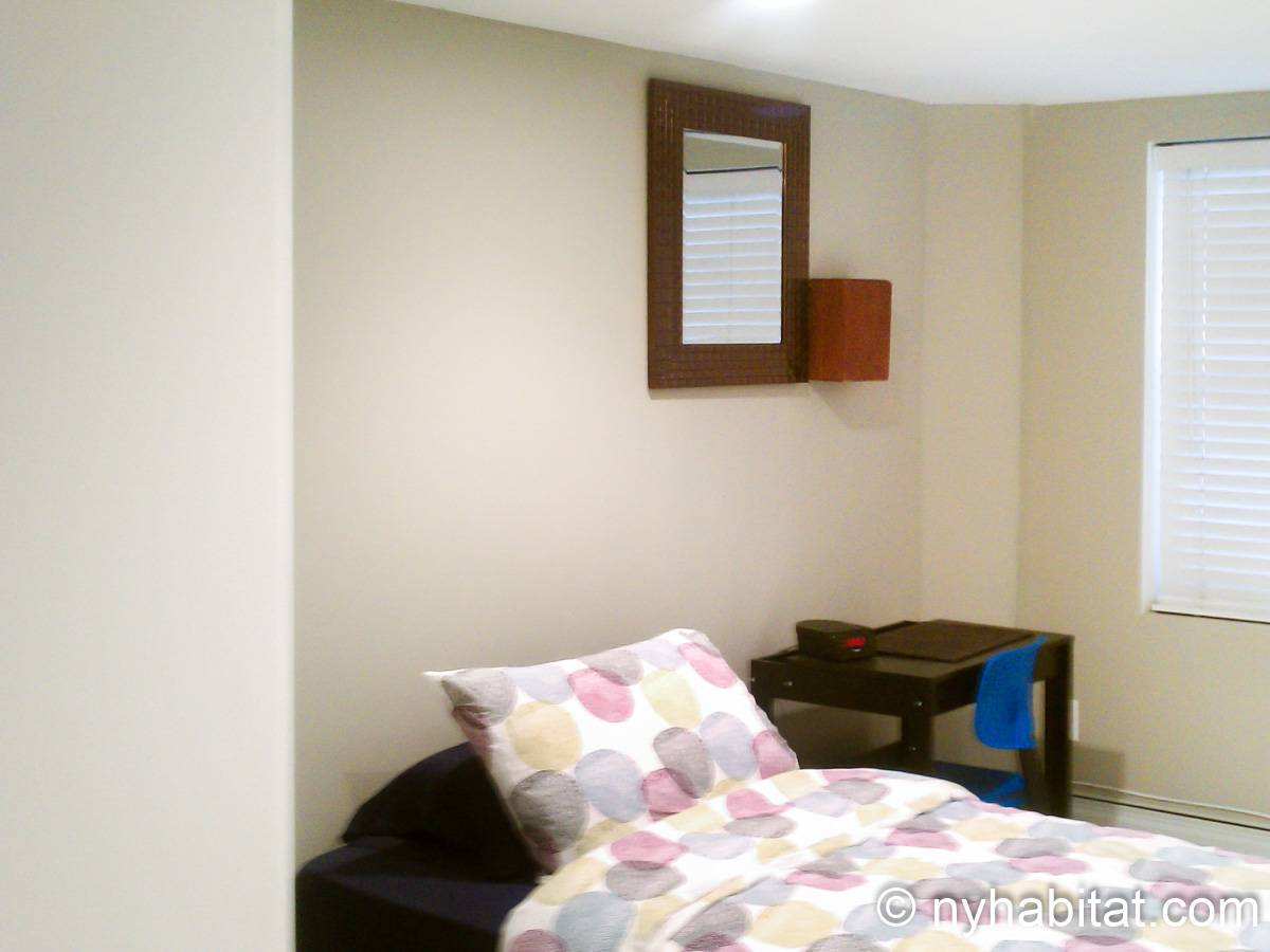 New york roommate room for rent in elmhurst queens 2 Two bedroom apartment for rent in queens