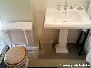 New York 1 Bedroom accommodation - bathroom (NY-15458) photo 1 of 2