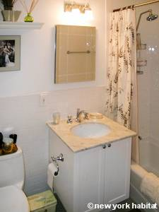 New York 2 Bedroom roommate share apartment - bathroom (NY-15502) photo 1 of 1
