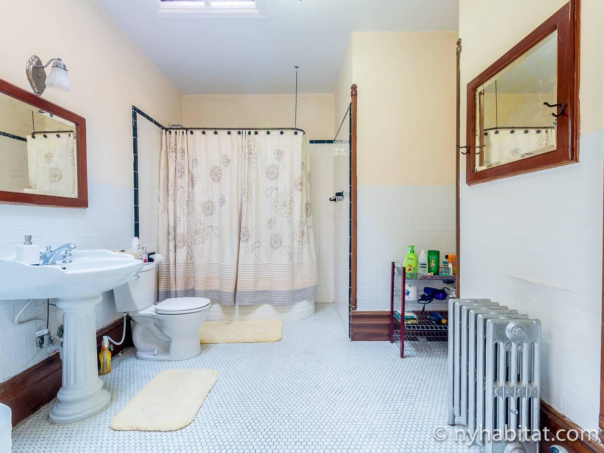 new york 5 bedroom triplex accommodation bathroom 2 ny 15504