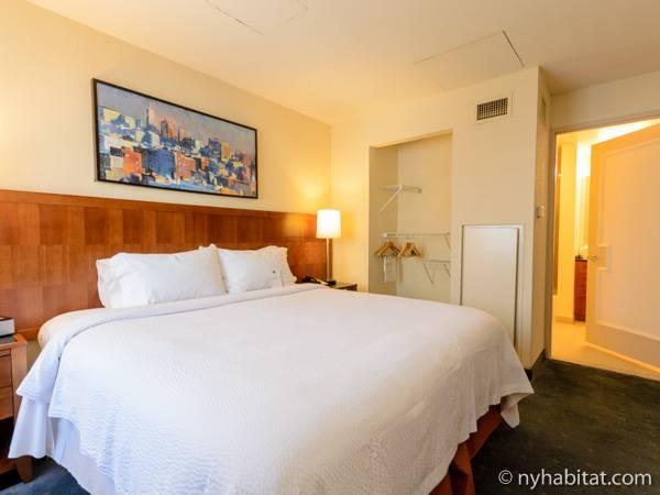 new york 2 bedroom accommodation bedroom 1 ny 15684 photo 4 of 5