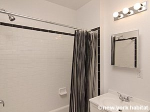 New York Studio apartment - bathroom (NY-15750) photo 2 of 2