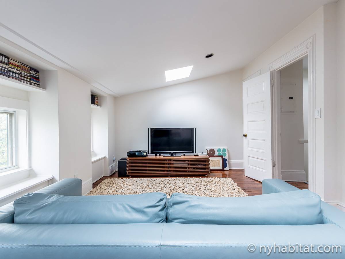 New York 3 Bedroom - Triplex apartment - living room 2 (NY-15804) photo 2 of 8