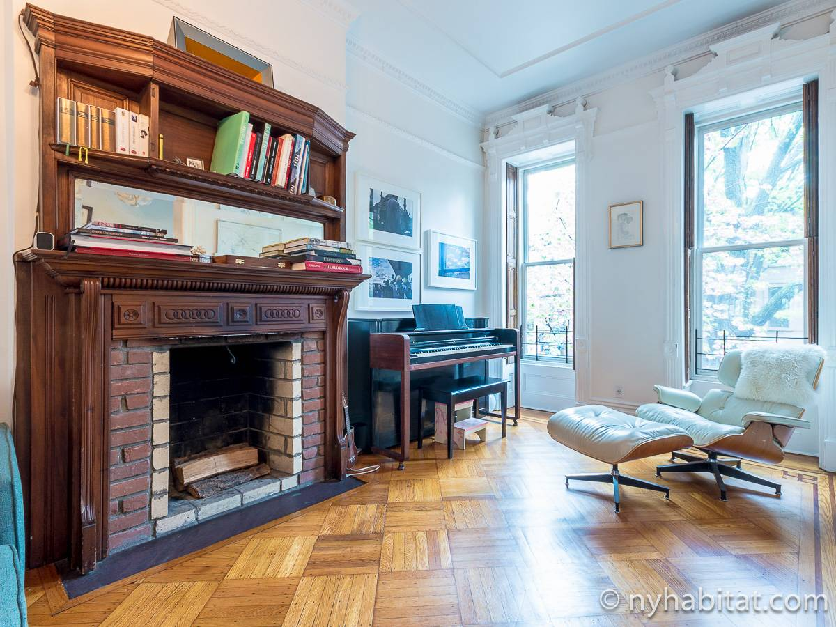 New York 3 Bedroom - Triplex apartment - living room 1 (NY-15804) photo 3 of 6