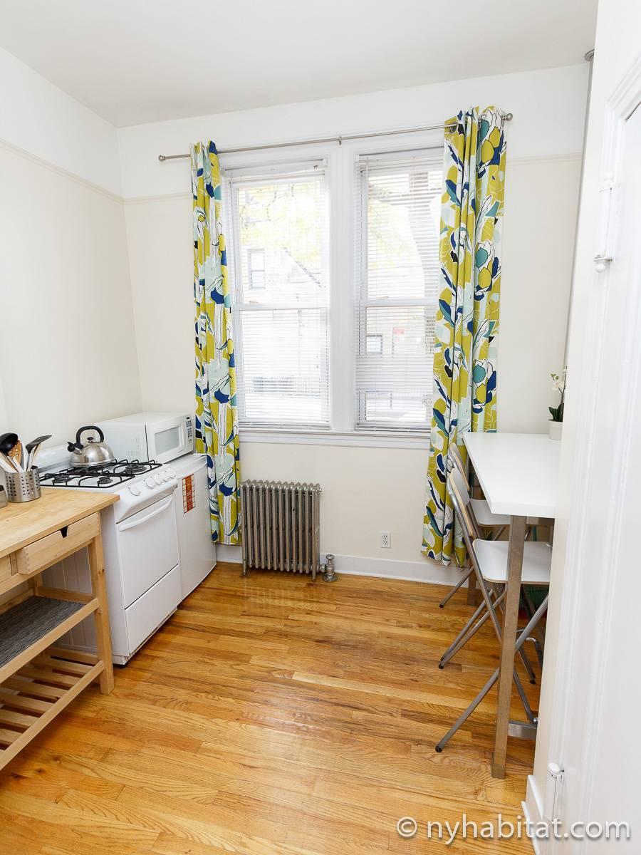 wohnungsvermietung in new york 2 zimmer ridgewood queens ny 16307. Black Bedroom Furniture Sets. Home Design Ideas