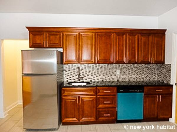 ... New York 4 Bedroom Apartment   Kitchen (NY 16439) Photo 3 Of 3 ...