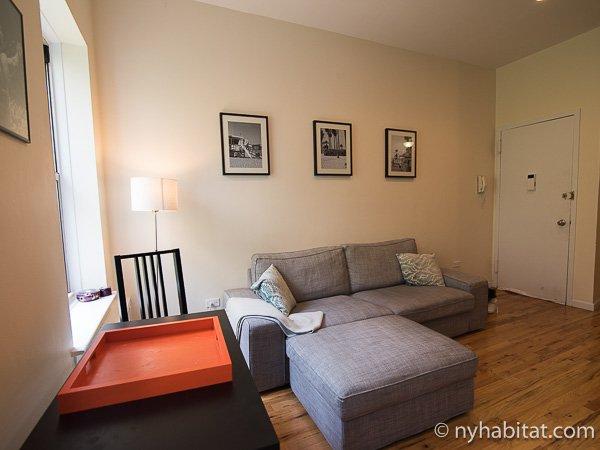 New York 1 Bedroom Apartment Living Room Ny 16539 Photo 3 Of 6
