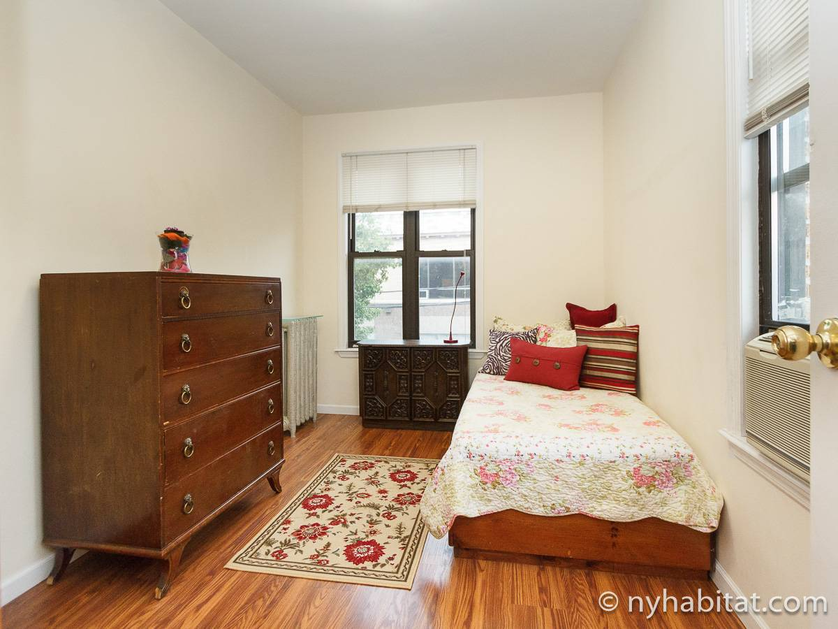 New york roommate room for rent in astoria queens 1 bedroom apartment ny 16920 for 1 bedroom apartments in queens