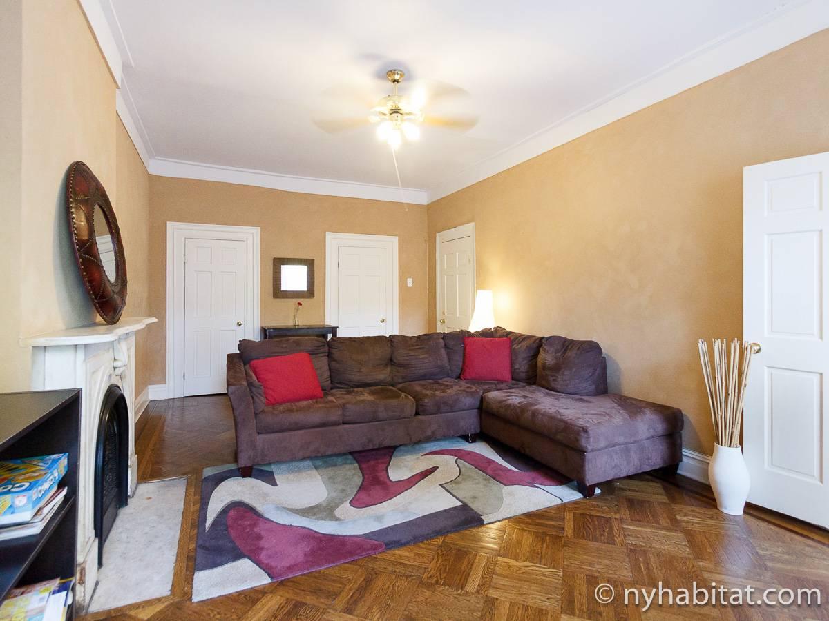 new york 2 bedroom accommodation living room ny 17011 photo 3 of 4