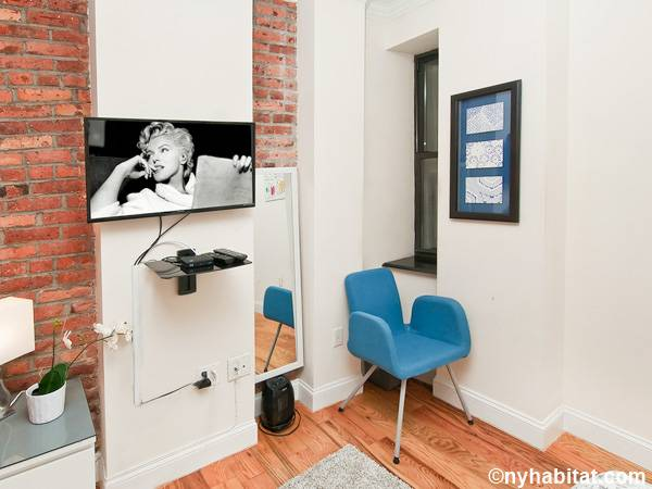 New York 3 Bedroom - Duplex roommate share apartment - bedroom 1 (NY-17116) photo 4 of 4