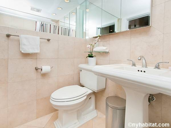 New York 3 Bedroom - Duplex roommate share apartment - bathroom 1 (NY-17116) photo 2 of 2