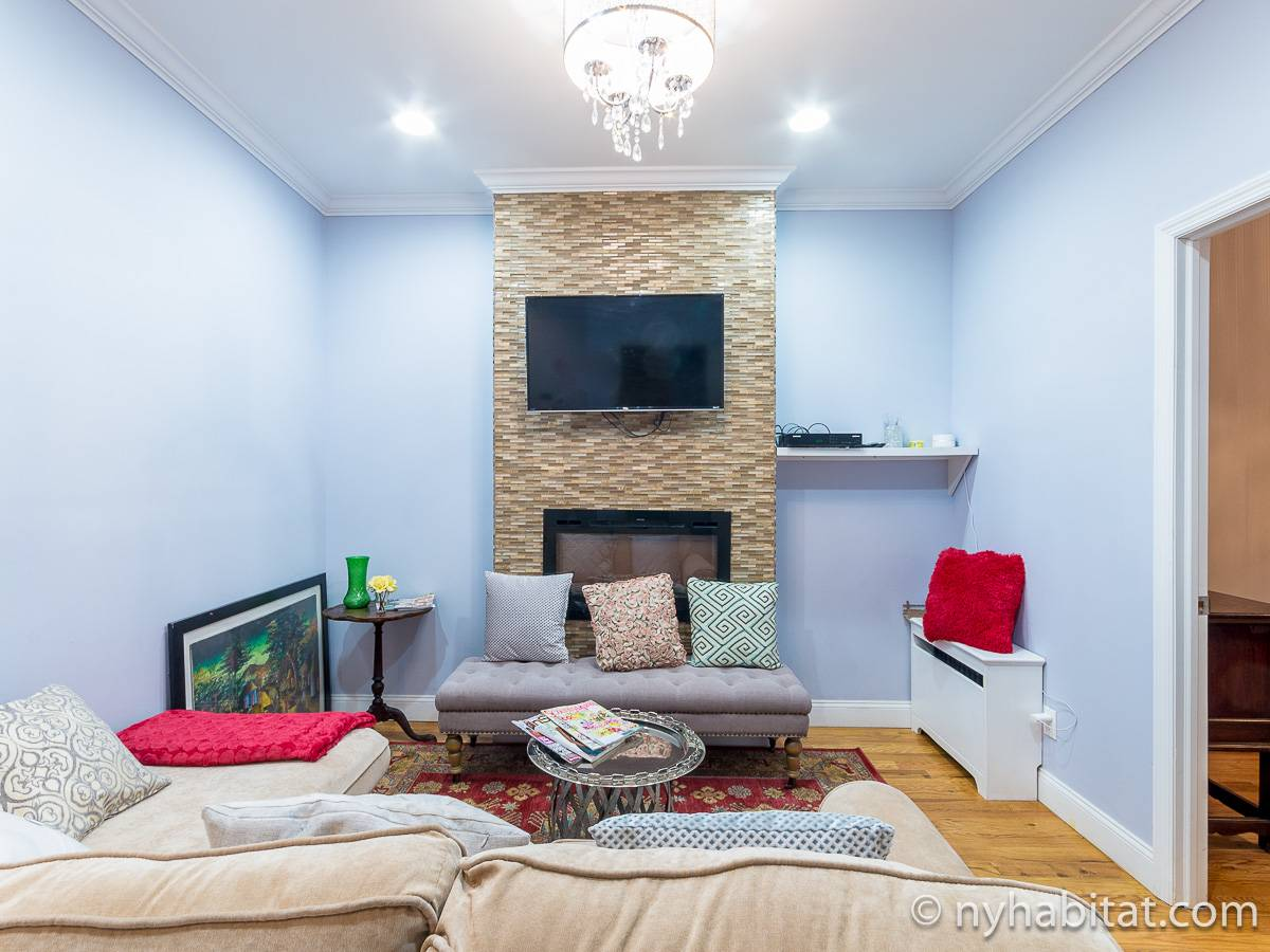 ... New York 2 Bedroom Apartment   Living Room (NY 17157) Photo 2 Of ...