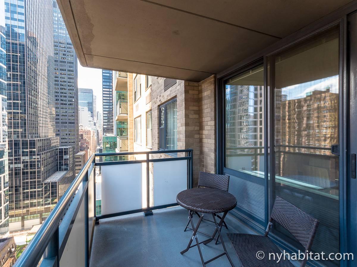 Apartamento en nueva york 2 dormitorios midtown east for Balcony new york