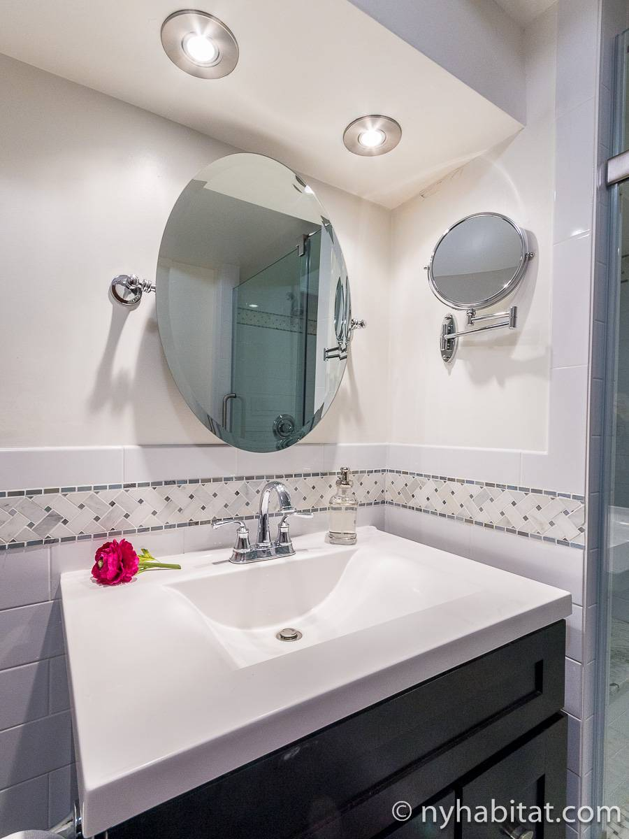 New York 1 Bedroom - Duplex accommodation - bathroom 2 (NY-17228) photo 2 of 2