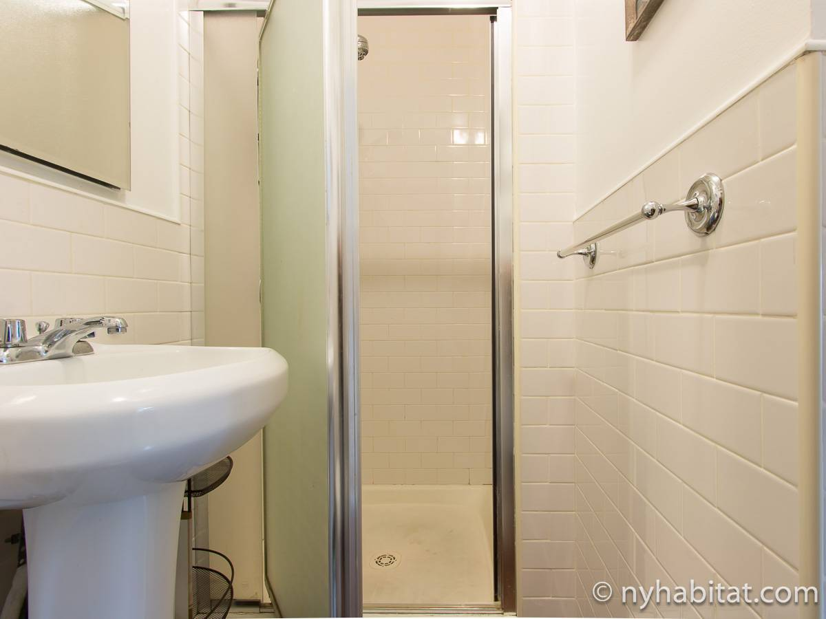 New York 2 Bedroom roommate share apartment - bathroom (NY-17277) photo 3 of 4