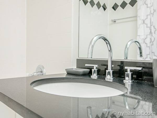 New York Studio apartment - bathroom 1 (NY-17319) photo 2 of 2