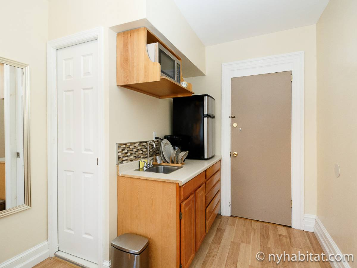 New York 7 Bedroom roommate share apartment - bedroom (NY-17323) photo 5 of 6