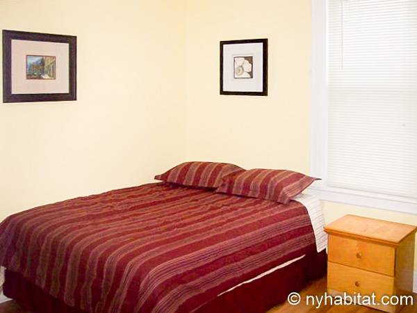 New York Apartment Bedroom Apartment Rental In Astoria Queens - Bedroom furniture queens ny
