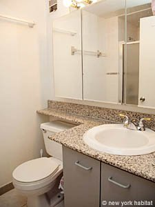 New York T4 - Duplex appartement colocation - salle de bain 1 (NY-8114) photo 1 sur 2