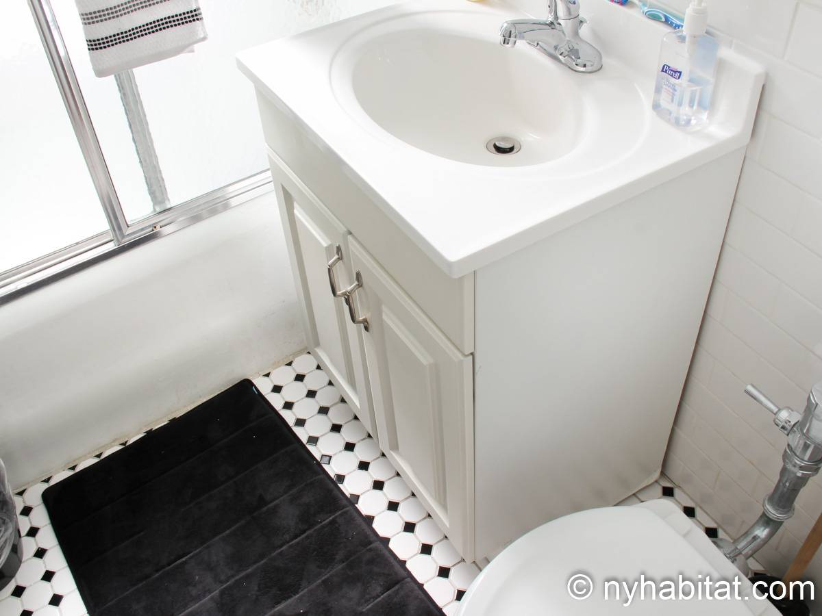 New York 3 Bedroom roommate share apartment - bathroom (NY-8264) photo 1 of 2