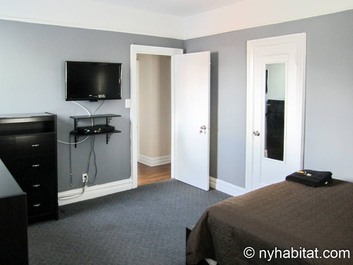 New York 3 Bedroom roommate share apartment - bedroom 2 (NY-8264) photo 4 of 5