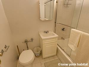 New York Studio T1 logement location appartement - salle de bain (NY-8404) photo 2 sur 4