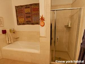 New York T2 - Loft logement location appartement - salle de bain 2 (NY-9067) photo 3 sur 4