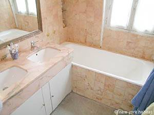 Paris 3 Bedroom - Duplex accommodation bed breakfast - bathroom 1 (PA-400) photo 1 of 3
