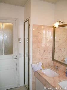 Paris 3 Bedroom - Duplex accommodation bed breakfast - bathroom 1 (PA-400) photo 2 of 3