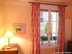 Paris 1 Bedroom accommodation - bedroom (PA-910) photo 2 of 4