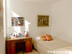 Paris 3 Bedroom - Duplex accommodation - bedroom 1 (PA-927) photo 1 of 3