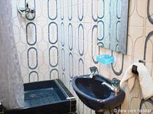 Paris 2 Bedroom apartment - bathroom 2 (PA-977) photo 1 of 2