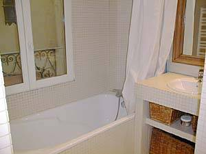 Paris 2 Bedroom accommodation - bathroom 1 (PA-983) photo 2 of 3