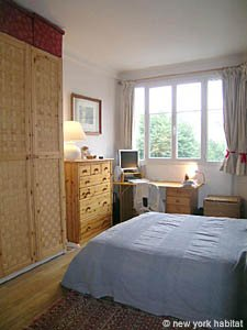Paris T2 appartement location vacances - chambre (PA-1584) photo 2 sur 6
