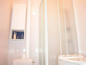 Paris 1 Bedroom apartment - bathroom (PA-2170) photo 3 of 4