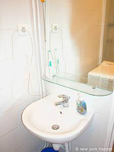Paris 1 Bedroom apartment - bathroom (PA-2170) photo 4 of 4