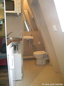Paris Studio apartment - bathroom (PA-2648) photo 1 of 2