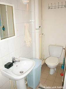 Paris Studio T1 logement location appartement - salle de bain (PA-2810) photo 1 sur 3