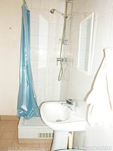 Paris Studio T1 logement location appartement - salle de bain (PA-2810) photo 2 sur 3