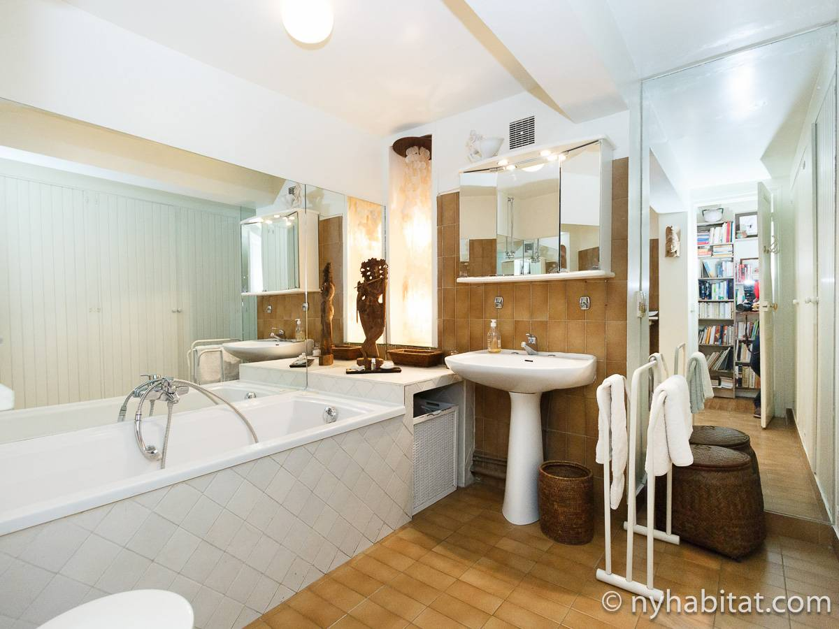 Paris 2 Bedroom accommodation - bathroom 1 (PA-2961) photo 1 of 2