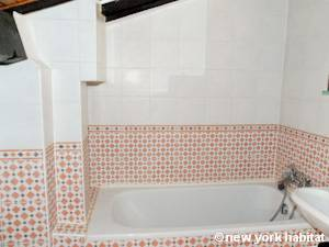 Paris Studio T1 appartement location vacances - salle de bain (PA-2982) photo 3 sur 6
