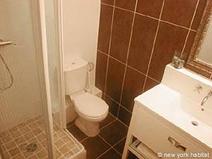 Paris Studio accommodation - bathroom (PA-3030) photo 1 of 4